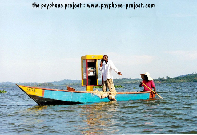 Lake_victoria_solar_payphone_01